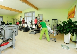 Physikalische-Therapie-Geraetetraining